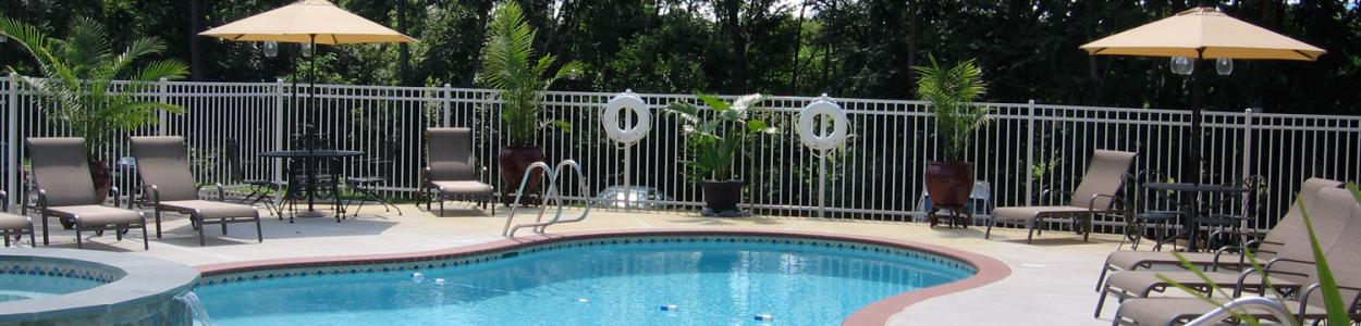 The pool at the historic Mimslyn Inn is a guest favorite.